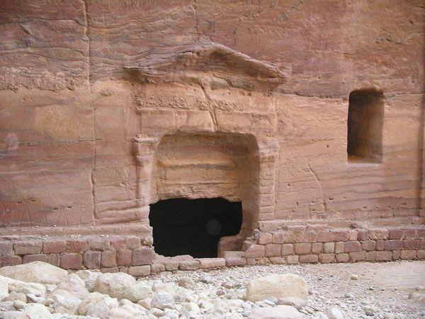 Оплавленные (?) храмы Петры