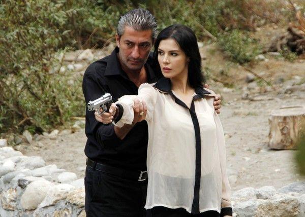 """Erkan Petekkaya, indragitul actor din serialul """"Dila"""", s-a nascut pentru a fi actor. Are milioane de fani in toata lumea, unde au ajuns serialele turcesti in care el a jucat, iar multe telespectatoare au facut o adevarata pasiune pentru sarmantul actor."""
