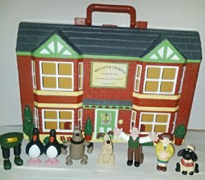 WALLACE AND GROMIT - WASH N GO PLAYSET - WINDOW CLEANING SERVICE - 1989 - 8 FIGURES & GOOD CONDITION