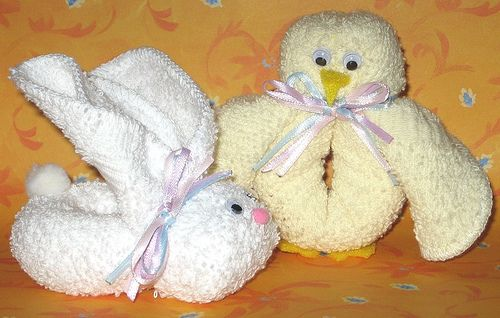 Just in time for Easter, Katherine of Own Two Hands has a tutorial for making bunnies and chicks out of rolled-up face cloths. They're cute, cheap, easy to