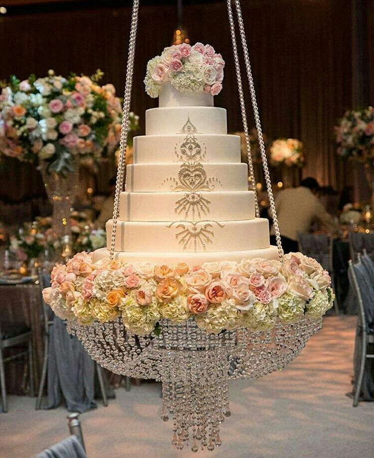 wedding cake stand with hanging crystals 120 best images about chandelier cakes on 25684