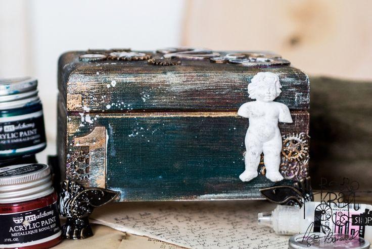 Alterowane pudełko z farbami akrylowymi art alchemy Finnabair