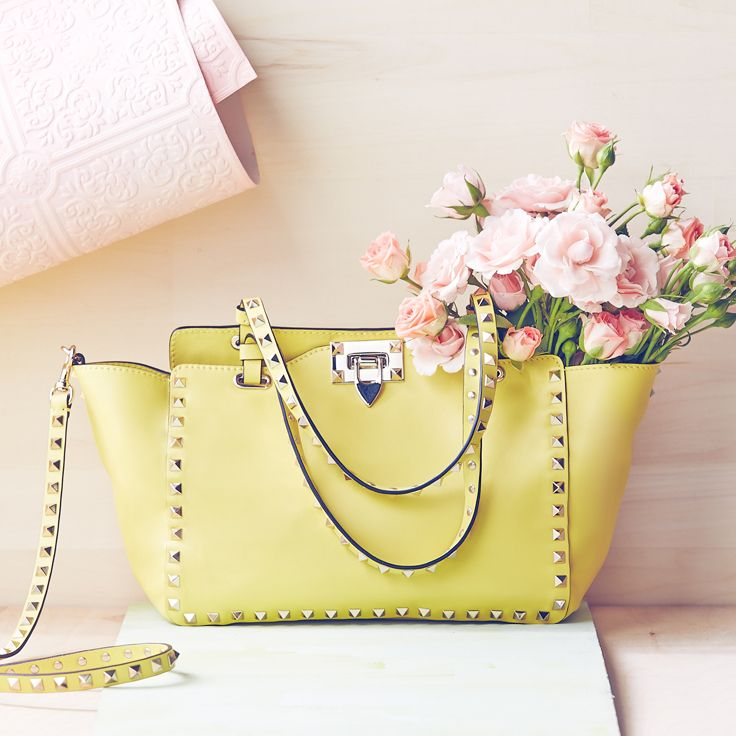 Can all flowers be delivered in a Valentino bags?