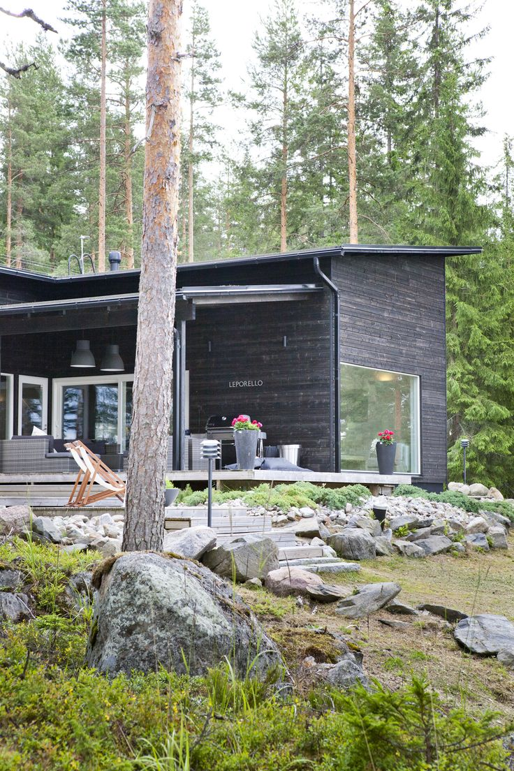 Sunhouse - a black modern summer house. www.sunhouse.fi
