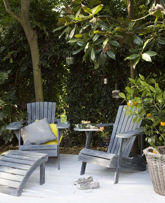 KARWEI   Maak van een beschut hoekje in je tuin een loungeplek met deze heerlijke stoelen #tuininspiratie #karwei
