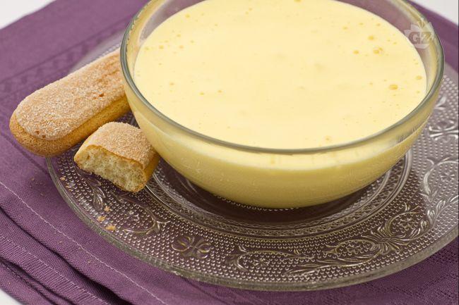 Lo zabaione è una delle creme più classiche e apprezzate: preparato sbattendo a lungo tuorli d'uovo e zucchero, viene arricchito generalmente con Marsala secco, e cotto a bagnomaria.