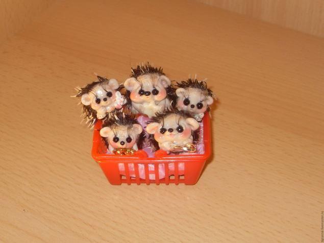 Hedgehog da argila do polímero - Mestrado Feira - artesanal, feito à mão