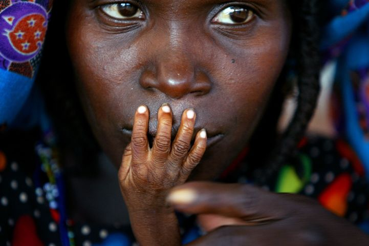 World Press Photo of the Year 2005. The fingers of malnourished one-year-old Alassa Galisou are pressed against the lips of his mother Fatou Ousseini at an emergency feeding clinic in the town of Tahoua in northwestern Niger, August 1, 2005. © Finbarr O'Reilly