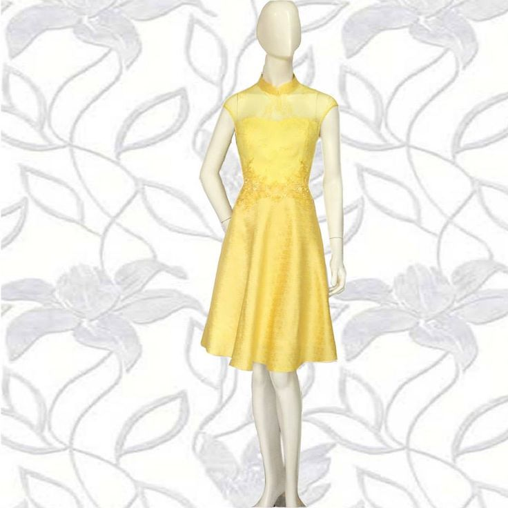 Peony Qibao in Spring Yellow  The peony qibao features fit and flare silhouette. Simple and sophisticated, the qibao is perfect for birthdays and weddings.  For Pricing and Sizing please Line us at Namayinda or WA us at 08111047891