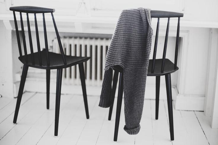 Black chairs HAY J77
