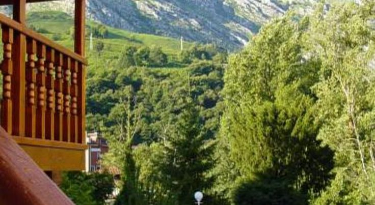 Hotel Picos de Europa Arenas de Cabrales Situated in the centre of Arenas de Cabrales, near the River Cares, famous for its trout and salmon, this is the ideal base for exploring Picos de Europa National Park.