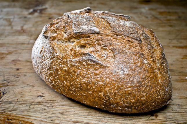 GROVT: Med surdeig i brødet får du et saftig brød med lang holdbarhet. Foto: Krister Sørbø/VG