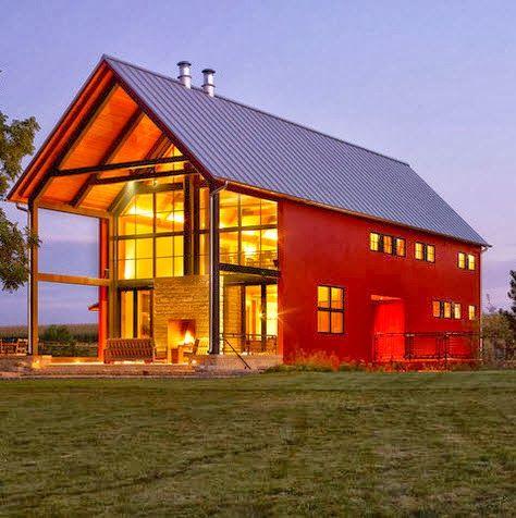 Moderna casa de campo con amplias ventanas