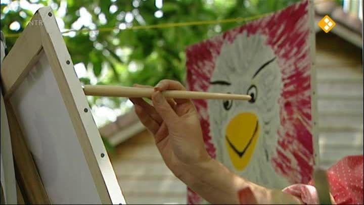HBB Tekenen en kleuren - Aflevering 455. Carlijn is aan het schilderen. Als de verf op is, gaat ze naar de winkel. Hier komt ze een tekenaar tegen. Hij legt alles uit over het mengen van kleuren en het tekenen van strips. kleur  schilderen  tekenen  verf  mengen  strip