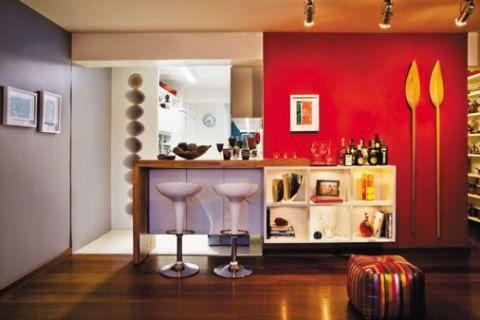 Cozinha americana integrada com a sala é uma opção para ampliar o espaço de seu apartamento.