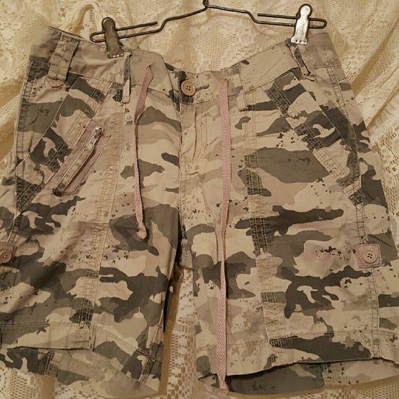 Union bay camouflage shorts Camouflage shorts with 2 pockets 1 has zipper and 2 back pockets. Euc Unionbay Shorts