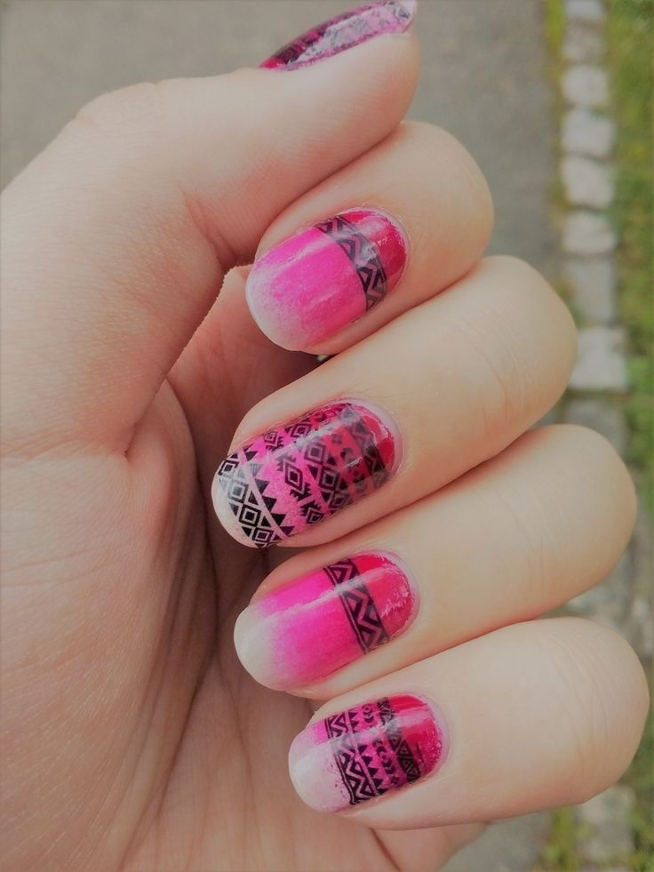 Pink gradient nails with pattern