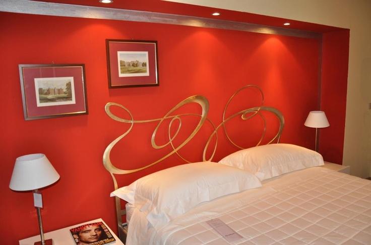 #Letto Ghirigori in ferro battuto di Cantori con struttura con colorazione in foglia oro www.ilparametro.com