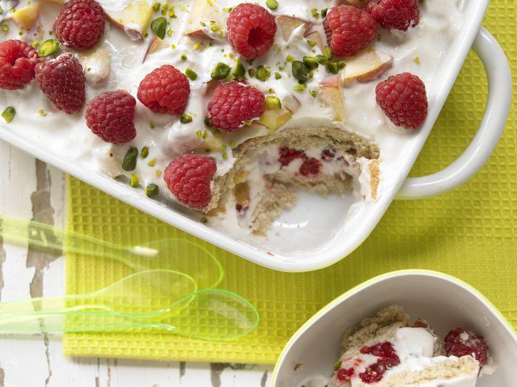Fruchtiger Joghurt-Biskuit-Auflauf - Kochen für viele Kinder - smarter - Kalorien: 314 Kcal - Zeit: 1 Std.  | eatsmarter.de Ein Auflauf mit Joghurt und Biskuitkeksen - lecker!