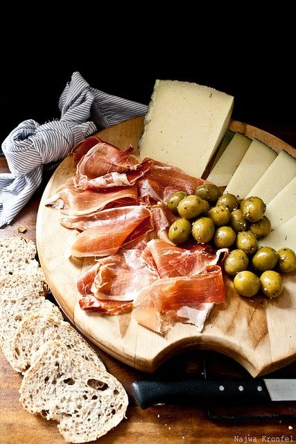 https://i.pinimg.com/736x/38/83/22/388322b02c770d1b1a13c9ffb40d2f8f--spanish-style-spanish-food.jpg