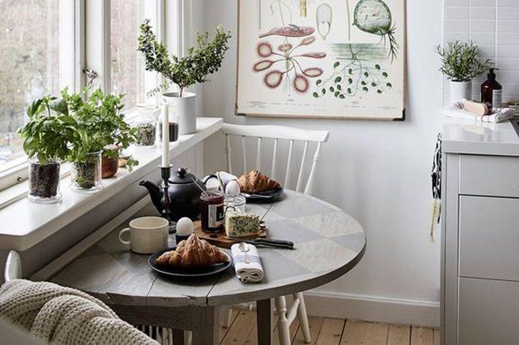 Обеденная зона на микроскопической кухне: 5 решений для организации пространства, функциональной и обеденной зоны. Выносной стол, уголок, бистро, стойка.