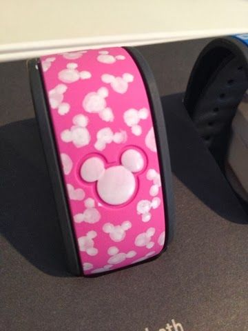 A great simple MagicBand decoration idea! #MagicBand #Disney My Pixie Dust Life: DIY Your Magic Bands