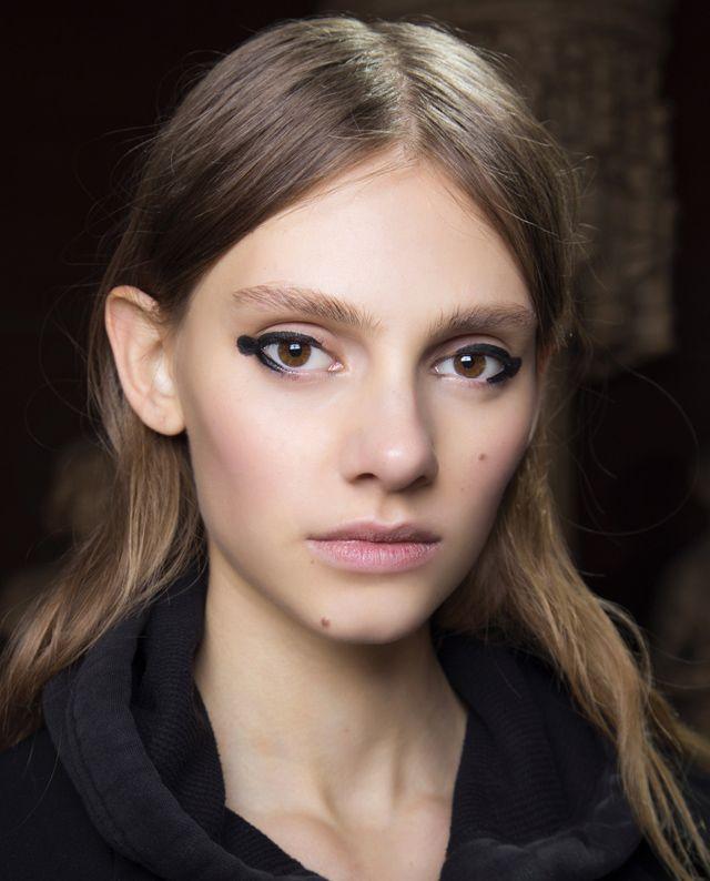 vanaf nu zetten we stippen met onze eyeliner | ELLE