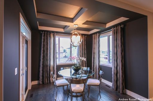 Dinning area with tray ceiling