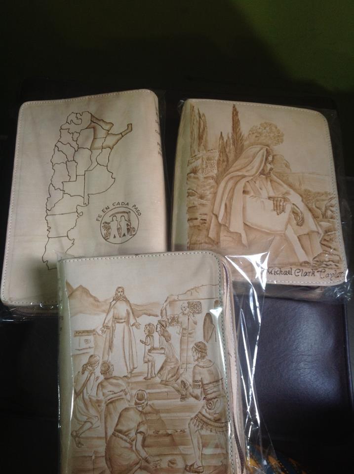 Estuches pirograbados en cuero. Pedido entregado en Corrientes, Argentina.  Mas trabajos del artista: https://www.facebook.com/pages/Artesanias-en-cuero/474976229198896