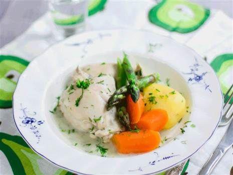 Malins kyckling i sötsur dillsås med vårliga grönsaker.  Recept: Malin Söderström Foto: Linnea Swärd