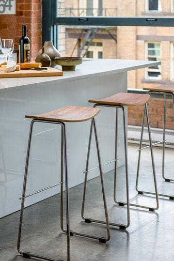 Unos taburetes sencillos pero bonitos para la isla de tu #cocina
