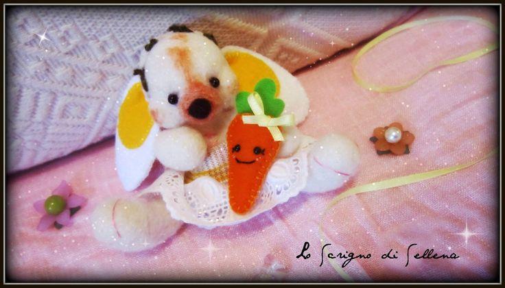#needlefelting #felt #handmade #bunny #springbunny #carrot  Coniglietta In lana cardata soft infeltrita. Interamente fatto a mano... SO CUTE!! info: https://www.facebook.com/scrignosellena