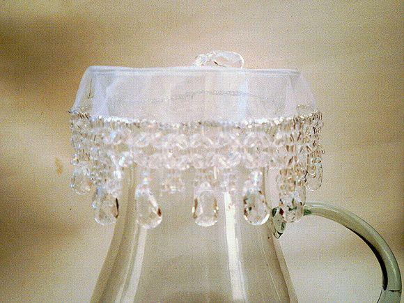 Cobre taças, cobre jarras com tecido em organza de 15 cms bordado com pedras acrílicas e miçangas de cristal transparentes. O bordado mede mais cerca de 6 cms. Acima de 3 unidades, ganhe desconto de 5%. R$ 18,00