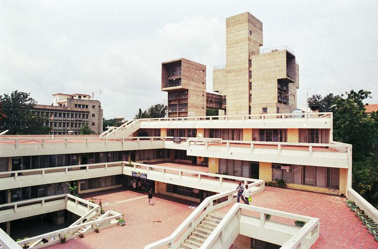 Visvesvaraya Center.jpg Charles Correa: Visvesvaraya Center, Bangalore, Indien, 1974–1980 Foto: © Addison Goedel 2010