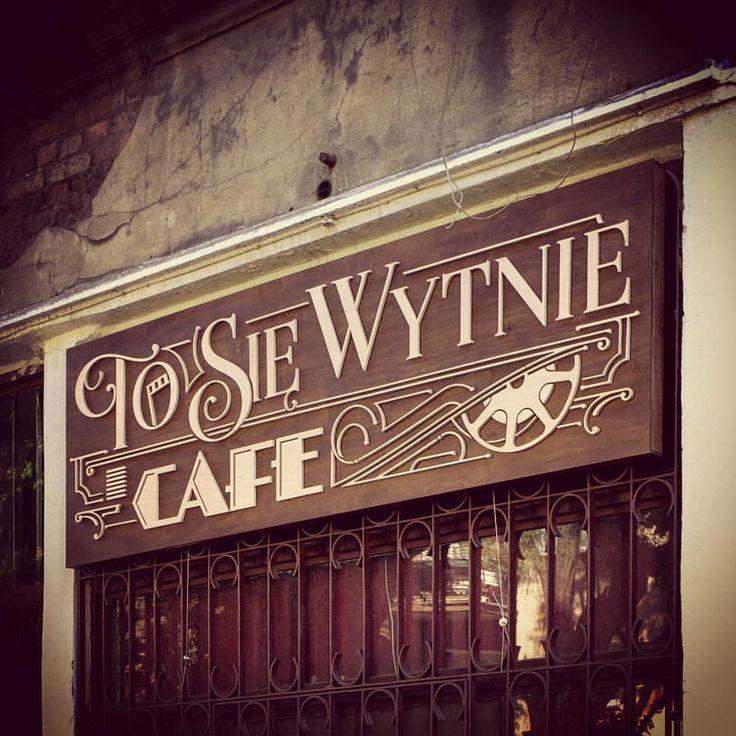 """Polubienia: 195, komentarze: 22 – Typography :) ☕️✏️ (@tomasz_biernat) na Instagramie: """"☕️ #cafe #coffeeshop #club"""""""