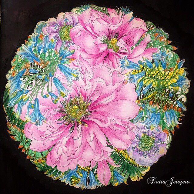 ✨世界一美しい花のぬり絵BOOK ✨連投します。  ピンク系の大きいお花はファーバーカステル油性色鉛筆、ピンク系小さなお花はステッドラー水性色鉛筆で塗りました🌸 .  背景ブラックは、uni極細黒でちまちま縁取りの後全体に塗りました😅😍💕 . .  #塗り絵で被災地を励ましたい .  #世界一美しい花のぬり絵book#レイラデュリー#floribunda#leiladuly#大人の塗り絵#大人のぬり絵#大人のぬりえ#大人ノ塗リ絵#おとなのぬりえ#ぬりえ#コロリアージュ#ステッドラー#水彩色鉛筆#無印良品#色鉛筆#ダイソー#daiso#パステル#coloriage#coloringart#coloringbooks#staedtler#noris#karat#背景#ブラック#ポスカ#花