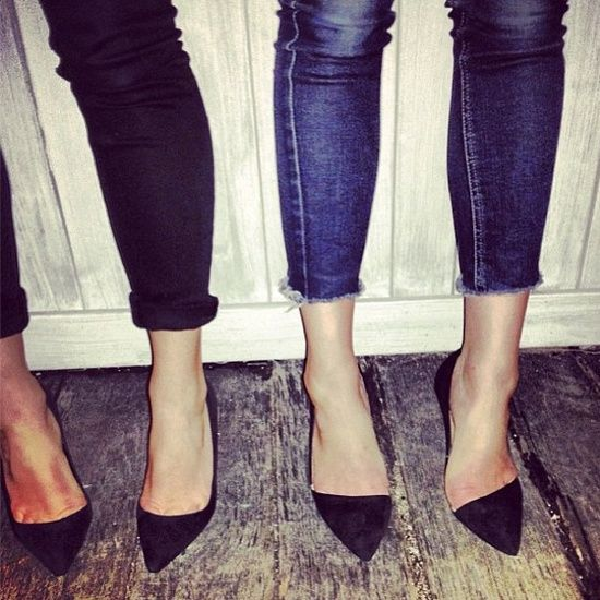 rolled jeans + black pumps