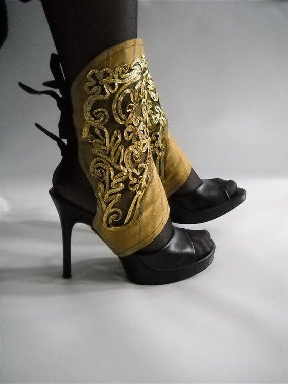 These look like easy spats to make any shoes steampunk or goth at a low cost…