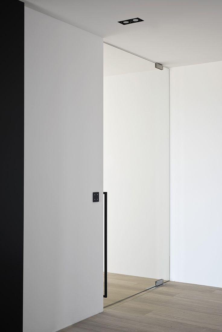 Porte pivot de sol, hauteur de plafond avec poignée noire