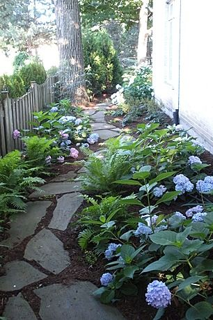 A beautiful DIY landscaping path... perfect for a side yard