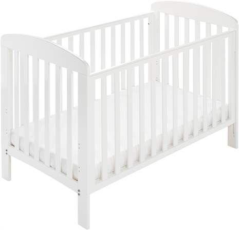 Spjälsäng från Baby Dan. På sängen Alfred kan du enkelt höja eller sänka ena långsidan så du lättare kan lyfta upp barnet eller bädda sängen, vilket är mer skonsamt för ryggen. Sängens lamellbotten kan också monteras i tre lägen o
