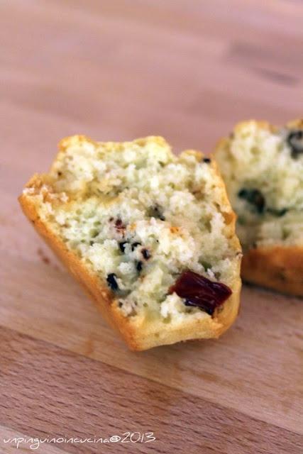 Febbraio. Muffin salati con #pomodori secchi e #noci. Ricetta fresca, da servire con gli aperitivi, per un pranzo veloce o da preparare per il pic nic! Noi la prepariamo anche così... http://www.noberasco.it/it/news/news_dettaglio.asp?IDNews=202