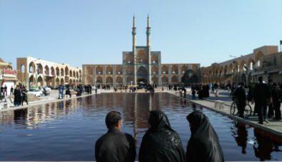 """iran Yazd, uomini e donne in nero nella ricorrenza dei """"giorni del lutto"""""""