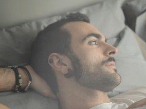 """Marco Mengoni esce con un nuovo video, quello de """"La valle dei re"""", girato da Gaetano Morbioli. Il brano è il quinto singolo tratto da #PRONTOACORRE"""