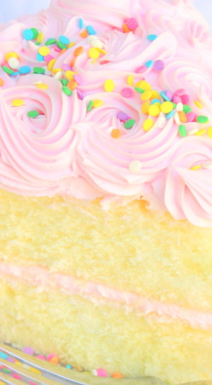 White Almond Sour Cream Cake ~ Delicious, moist, and it holds up perfectly to fondant.