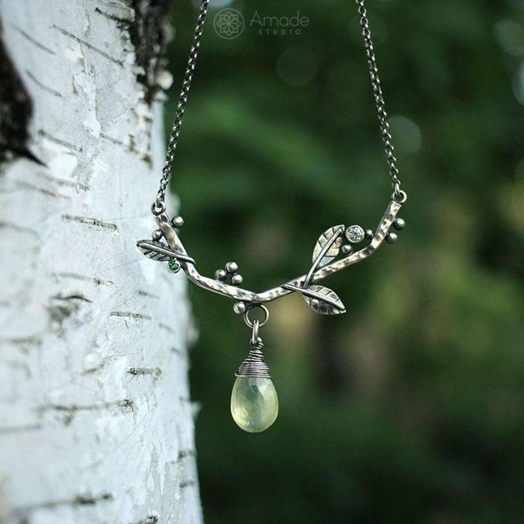 www.polandhandmade.pl Amade Studio  ---   Leśny naszyjnik delikatnie kusi filigranowymi, srebrnymi listkami i pięknymi minerałami w zieleni.   ---   #polandhandmade #amadestudio #silverjewelry #jewelrydesigner #silversmithing