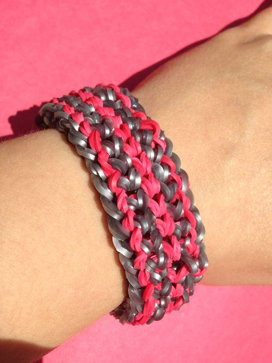 A double capped dragon scale bracelet! #bandaloom #rubberbandbracelet #diyjewelry