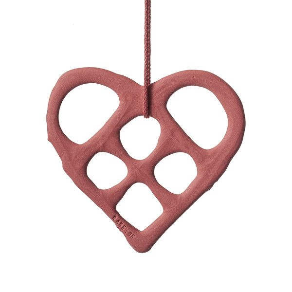 5 hearts with matching ribbons - packed in a delicious gift box of light brown carton. The Hearts comes in red, orange, white, purple and grey. Hearts