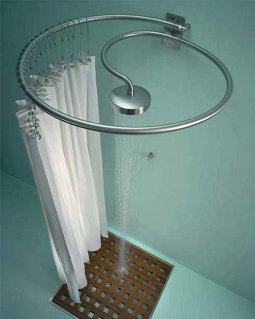 Doccia con tubo circolare e tendina oggetti design