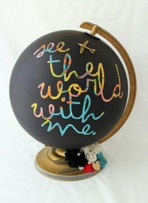 18 Increíbles decoraciones que puedes hacer con pintura de pizarrón, como ese globo terráqueo.